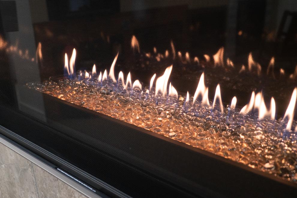 Closeup-Contemporary-Gas-Fireplace