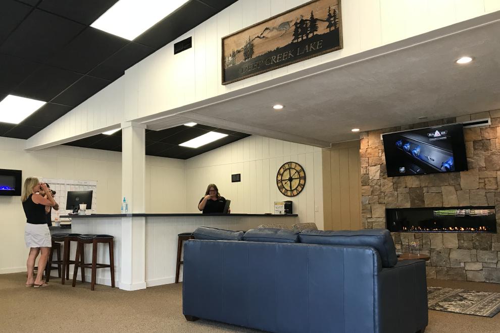 Fireplace-Lakehouse-Lounge
